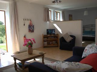 Rural Escape, easy access to Western Brittany - Chateaulin vacation rentals