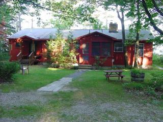 Gainsley East Bay Cottage Traverse City Michigan - Kewadin vacation rentals