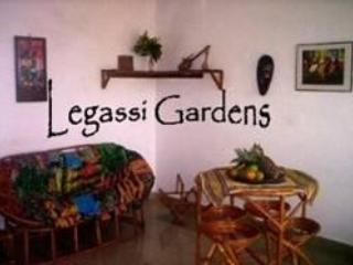 Pretty Aptmts, cool gdns, vegan cafe = 1-5 guests - Image 1 - Accra - rentals