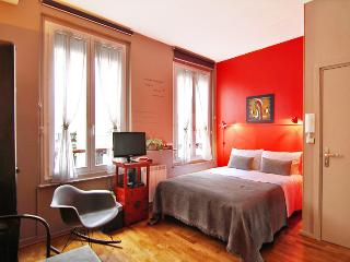 Luxury Design Self-Catering Bed and Breakfast at Maison Zen in Paris - Paris vacation rentals