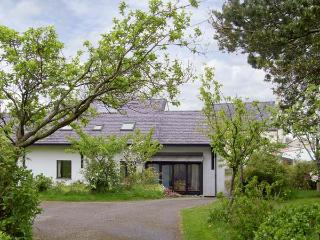 FRON GOED, family friendly, country holiday cottage, with a garden in Caernarfon , Ref 5208 - Caernarfon vacation rentals