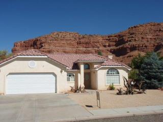 Great home surrounded by spectacular red cliffs - Kanab vacation rentals