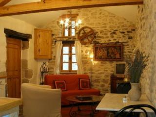 Perfect Cottage with Garden and Short Breaks Allowed - Saint-Leonard-de-Noblat vacation rentals
