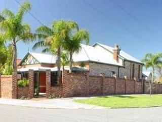 Arty 1927 B&B 5 mins from Perth CBD. - Perth vacation rentals