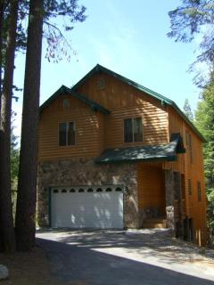 Gorgeous 6 bedroom Cabin, slps 12 with game room! - Shaver Lake vacation rentals