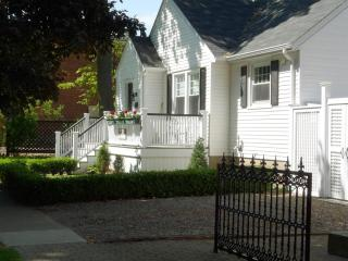 Beautiful Bungalow in historic Niagara on the Lake - Niagara-on-the-Lake vacation rentals