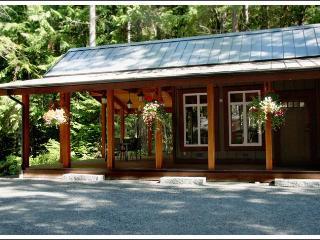 Charming Cottage in Salt Spring Island with Internet Access, sleeps 4 - Salt Spring Island vacation rentals