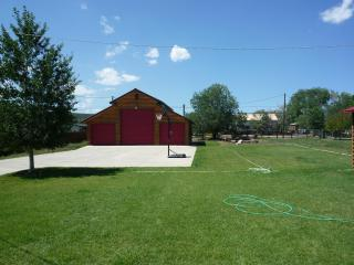 Red Roof retreat -4 bedroom cabin get away. - Bryce Canyon National Park vacation rentals