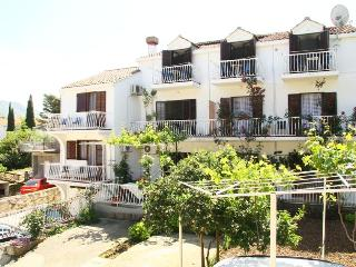 Nice 1 bedroom Cavtat Apartment with Internet Access - Cavtat vacation rentals