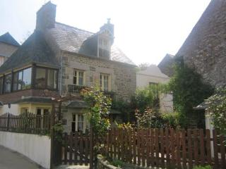 Traditional 2 bedroom cottage near Dinan (B018) - La Vicomte-sur-Rance vacation rentals