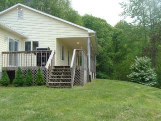 Lake, River, pet, private/Click booktab 4 rates MV - Butler vacation rentals