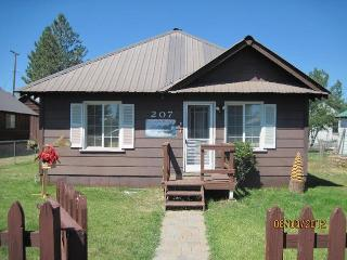 Westwood's Country Cottage  (near lake Almanor) - Susanville vacation rentals