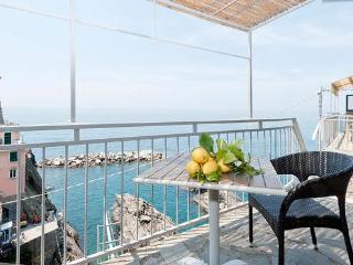 Manarolavistamare - Sea view rooms and apartments + stylish aptment        Air Conditioning and free Wi-Fi - Manarola vacation rentals