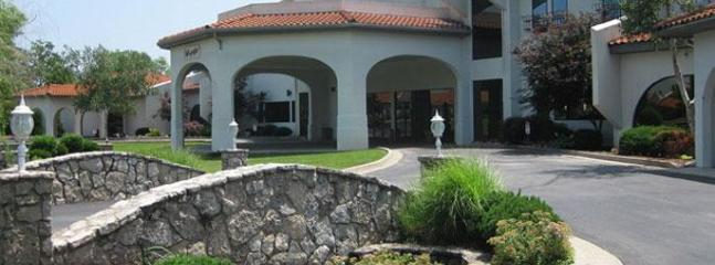 Country Club Resort and Hotel - Spacious Condo at Country Club Resort and Spa - Lake Ozark - rentals