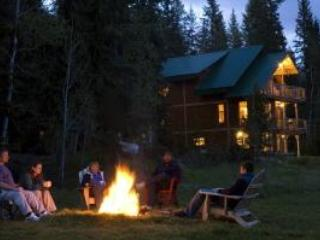 Enjoy the evenings at Eh Canadian Lodge - Eh Canadian Lodge - Golden - rentals