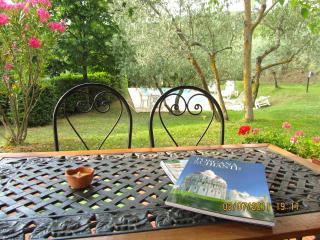 Tuscany, Casa Serena. Private Pool - for 4 guests - Castiglion Fiorentino vacation rentals