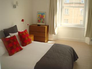 Charming Apartment In Edinburgh City Center - Edinburgh vacation rentals