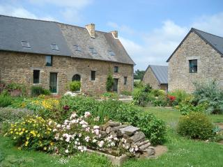 Old typical Cottage 8 Persons Mt St Michel France - Saint-Germain-en-Cogles vacation rentals