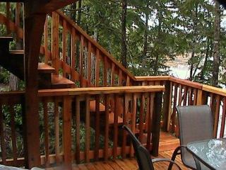 Gorgeous Ucluelet waterfront cabin sleeps up to 6 - Ucluelet vacation rentals