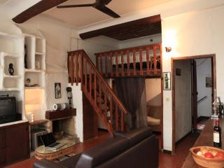 Charming apartment in the heart of Vieil Antibes - Antibes vacation rentals