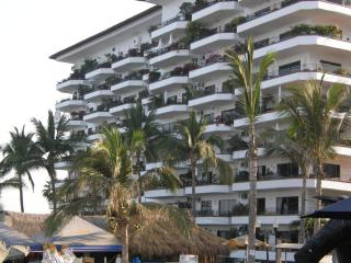 2 bedroom Puerto Vallarta condo on the beach - Puerto Vallarta vacation rentals
