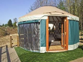 THE LAKESIDE YURT, pet friendly, country holiday cottage, with pool in Beckford, Ref 6017 - Gloucestershire vacation rentals