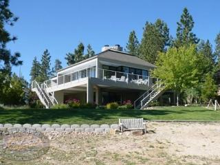 A spacious lakefront vacation cabin in Big Bear with beautiful lake views and plenty of room for entertaining. - Big Bear Lake vacation rentals