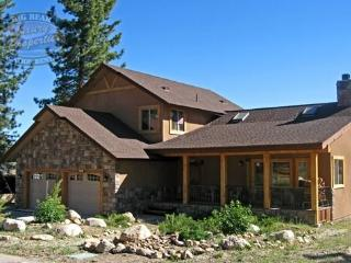 Lakeside Cabin where you can come and relax lakeside, this is an updated Vacation Cabin in Big Bear with WiFi, plenty of room for the whole family and fun for everyone. - Big Bear Lake vacation rentals