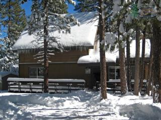 Makin Memories Cabin relish the peaceful solitude afforded by this secluded Vacation Cabin in Big Bear with outdoor hot tub, wif - Big Bear Lake vacation rentals