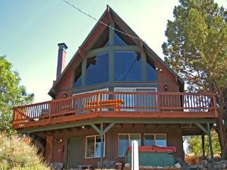 Mountain Top Views a Big Bear Vacation Cabin with views of the local ski resort offers a tranquil paradise buried deep in the mountains of Moonridge. - Big Bear Lake vacation rentals