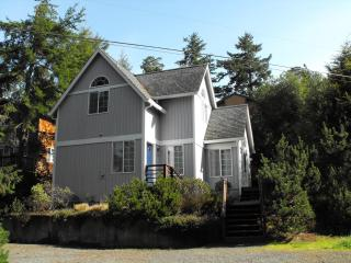 "Great Price $125/nt, 2 Bdrm, 2 Bath ""Ocean Castle"" - Manzanita vacation rentals"