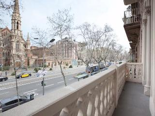 Magnifico 4be-3ba Church Views Ideal for Families - Barcelona vacation rentals