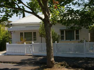 Romantic Bed and Breakfast in North Fitzroy with A/C, sleeps 2 - North Fitzroy vacation rentals