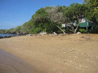 Dunbar Beachfront Cottages-Pauwalu Cottage - Kaunakakai vacation rentals