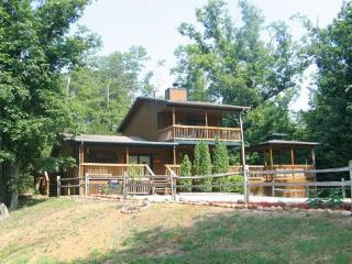 Luxury 2 Bed, 2 Bath Cabin Just Min from DoLlywood - Pigeon Forge vacation rentals