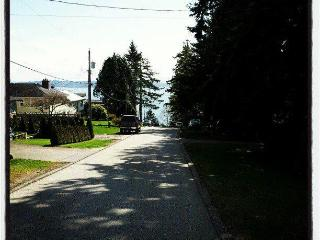 GREAT Deal- Studio apartment- Don't miss - White Rock vacation rentals