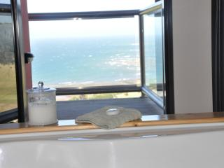 Comfortable Condo with Deck and Dishwasher - Burnie vacation rentals