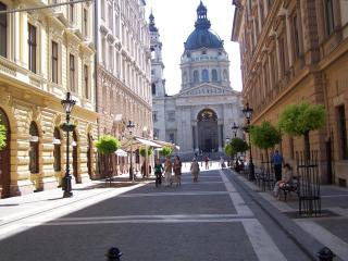 Delightful 2 Br In Historic Downtown Near Danube - Budapest vacation rentals