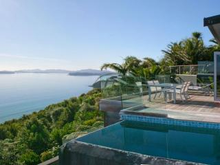 Cloud 9 - Luxury villa with breathtaking views - Bay of Islands vacation rentals