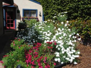 Cottage in the Garden - A peaceful setting with a secluded spa - Redondo Beach vacation rentals