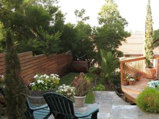 Hip 1BR hillside retreat near H'wd, kid friendly! - Los Angeles vacation rentals