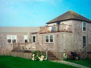 3 Bedroom 2 Bathroom Vacation Rental in Nantucket that sleeps 6 -(10015) - Image 1 - Nantucket - rentals