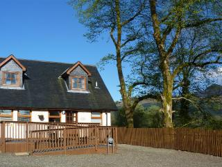 Beautiful Cottage in Tarbet with Deck, sleeps 6 - Tarbet vacation rentals