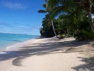 ABSOLUTE BEACHFRONT VILLA Right on Raro,s Best Bch - Titikaveka vacation rentals