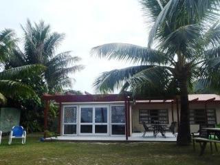 ABSOLUTE BEACHFRONT VILLA Right on Raro,s Best Bch - Titikaveka vacation rentals