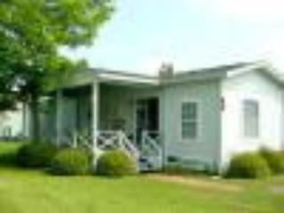Nice 2 bedroom Surfside Beach Cottage with Deck - Surfside Beach vacation rentals