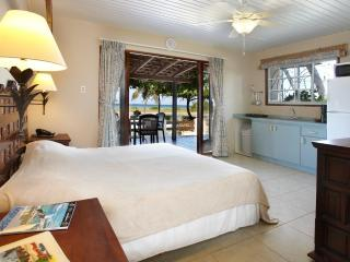 Charming Condo in Malmok Beach with Deck, sleeps 2 - Malmok Beach vacation rentals