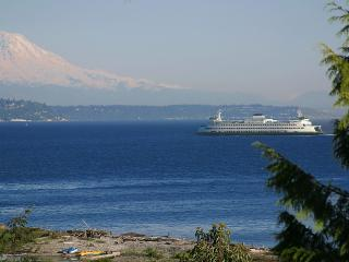 1 Bdrm Private Beach Suite, Fantastic Views, Near downtown & ferry to Seattle - Bainbridge Island vacation rentals