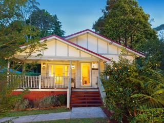 Brantwood Cottage -Luxury Blue Mountains Accommodation - Blackheath vacation rentals