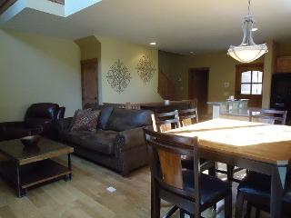 Sunny Donnelly House rental with Balcony - Donnelly vacation rentals